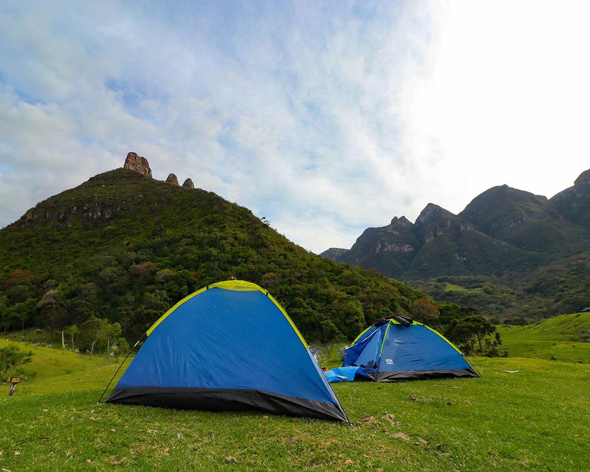 10 itens essenciais para qualquer acampamento amador
