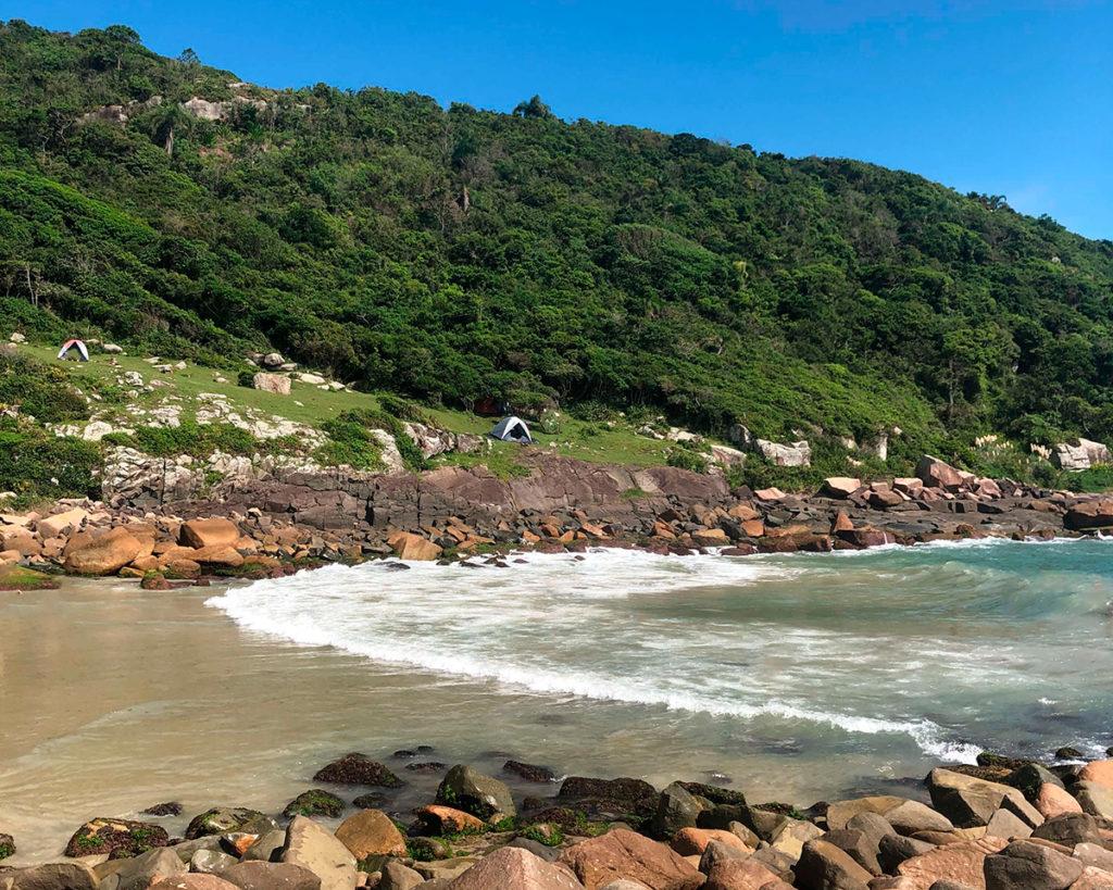 Vale da Utopia, Praia do Maço e Acampamento