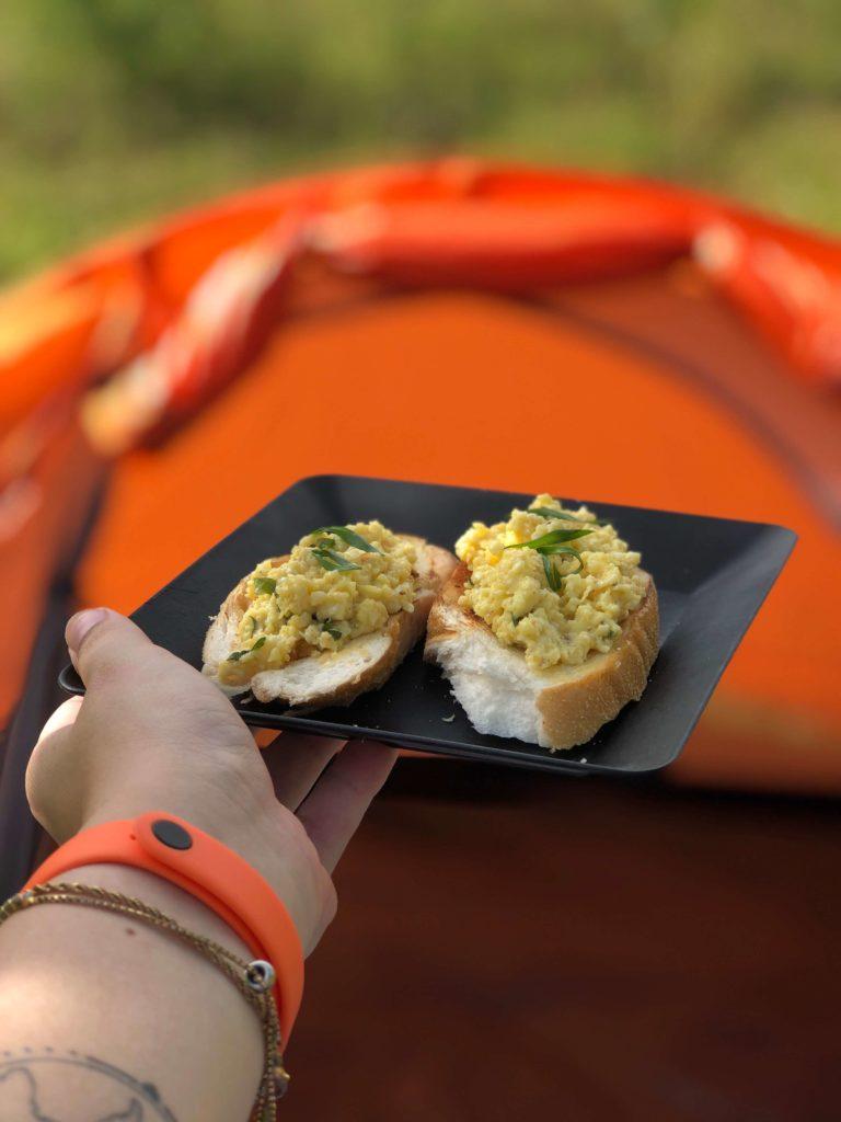 Receita de Acampamento: Oeuf Brouillé ou Ovos Cremosos